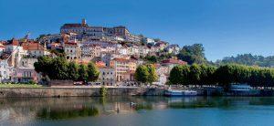 Coimbra - một thị trấn nhỏ nằm trên bờ sông Mondego, Bồ Đào Nha. Nơi đây nổi tiếng vi nền văn hóa độc đáo, kho tàng lịch sử lâu đời.