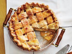 Vỏ bánh giòn được nướng khéo léo sao cho vẫn giữ được nhân trái cây tươi mọng nước bên trong là cả một nghệ thuật đỉnh cao