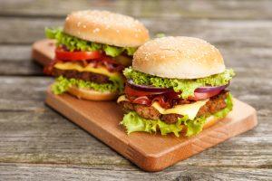 Những chiếc bánh có thể cao gấp đôi thế này để chiều lòng các hamburger-holic