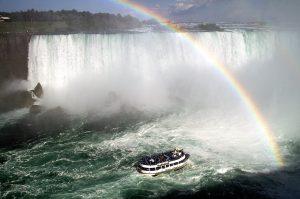 Trải nghiệm với du thuyền tại thác Niagara đảm bảo sẽ không thua bất cứ một bộ phim hành động mạo hiểm nào