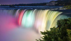 Thác Niagara đẹp bất kể ngày đêm...